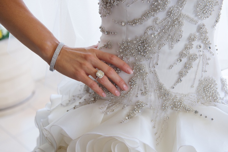 How To Choose A Good Wedding Dress And Engagement Ring